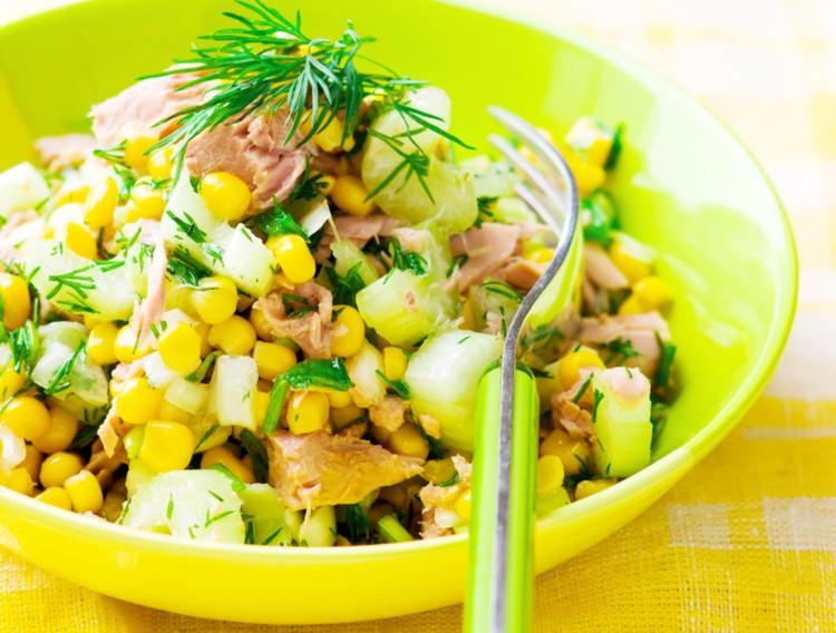 Подборка вкусных салатов с кукурузой    Быстрый салат с кукурузой