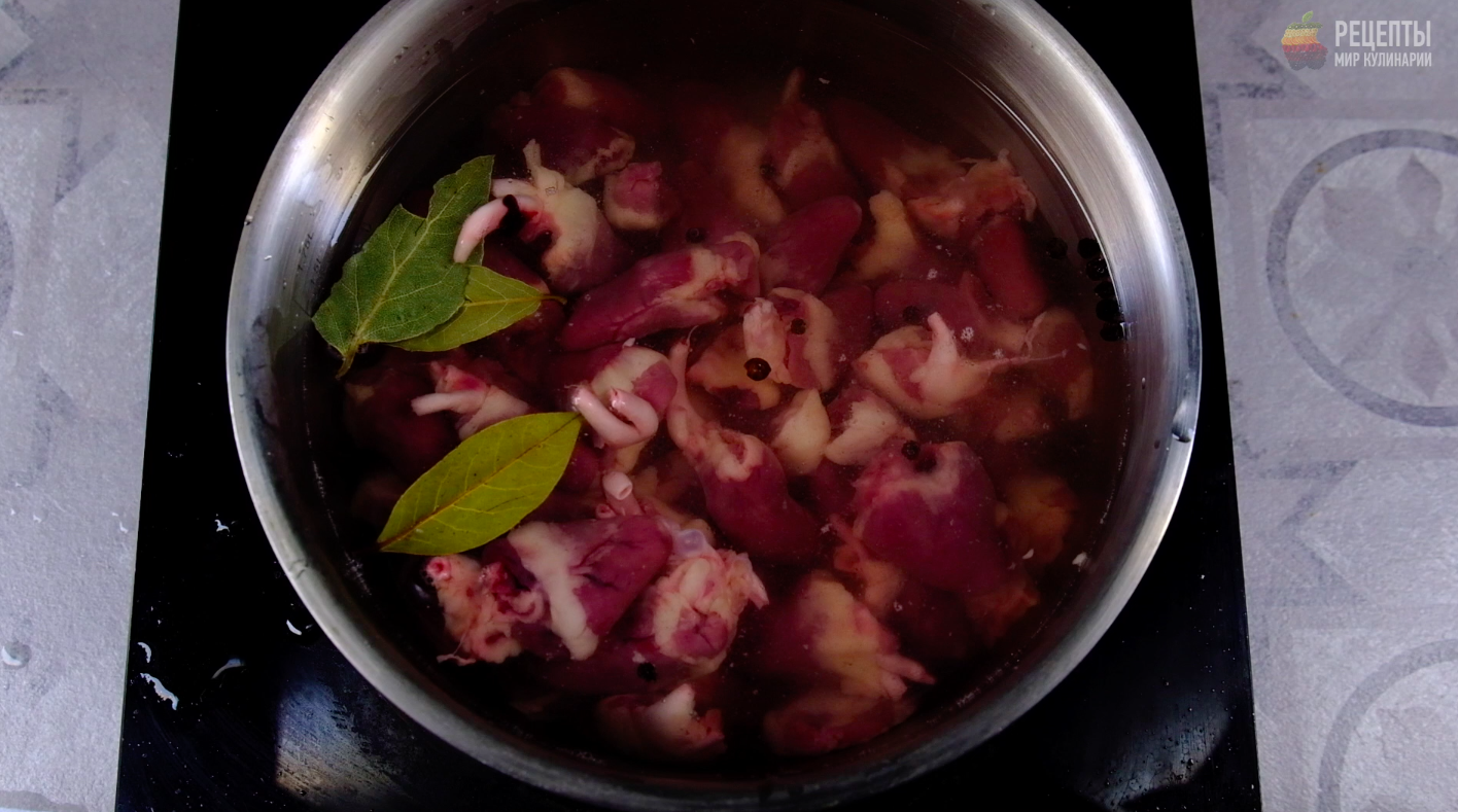 Видео-рецепт: Салат с куриными сердечками