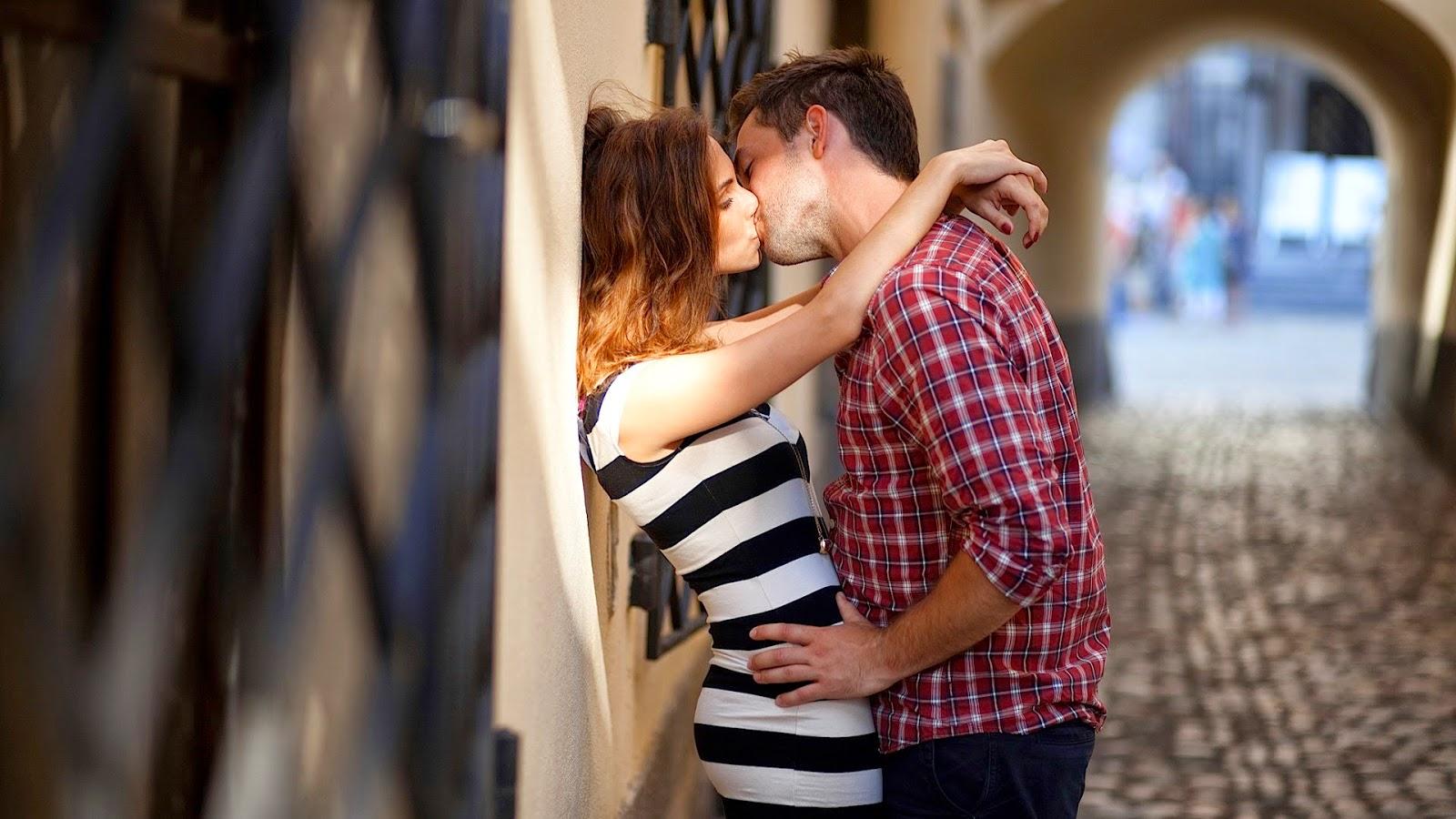 Картинки парень и парень целуются фото