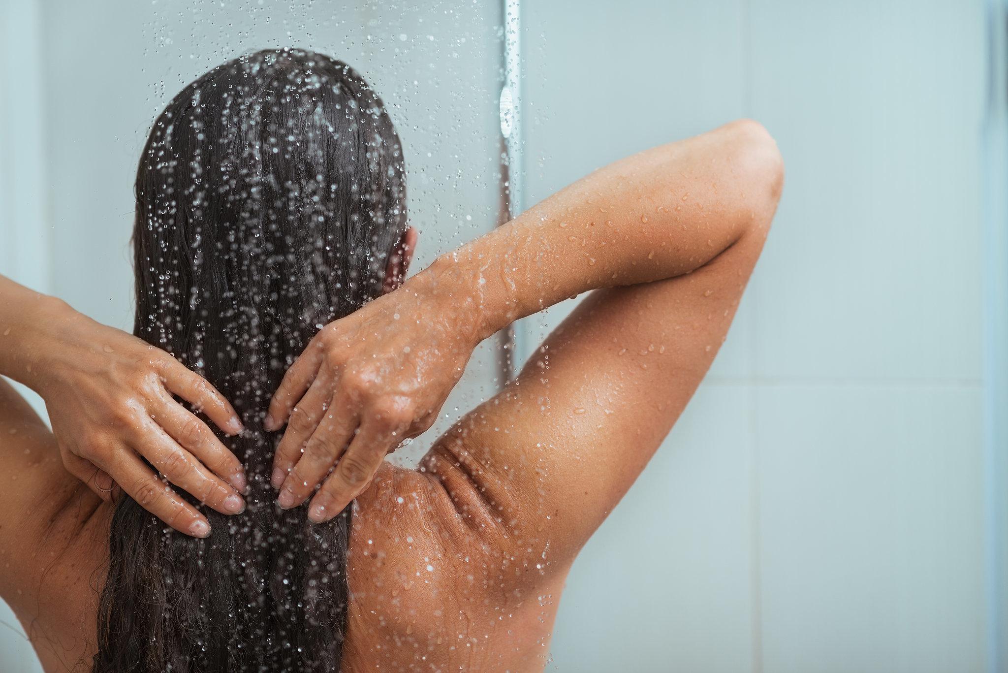 Камеры фото как женщина моется группового порно ролика
