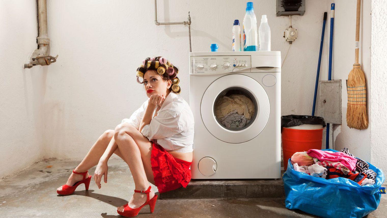 Слесарь и домохозяйка, Русская зрелая домохозяйка в жарком видео соблазнила 15 фотография