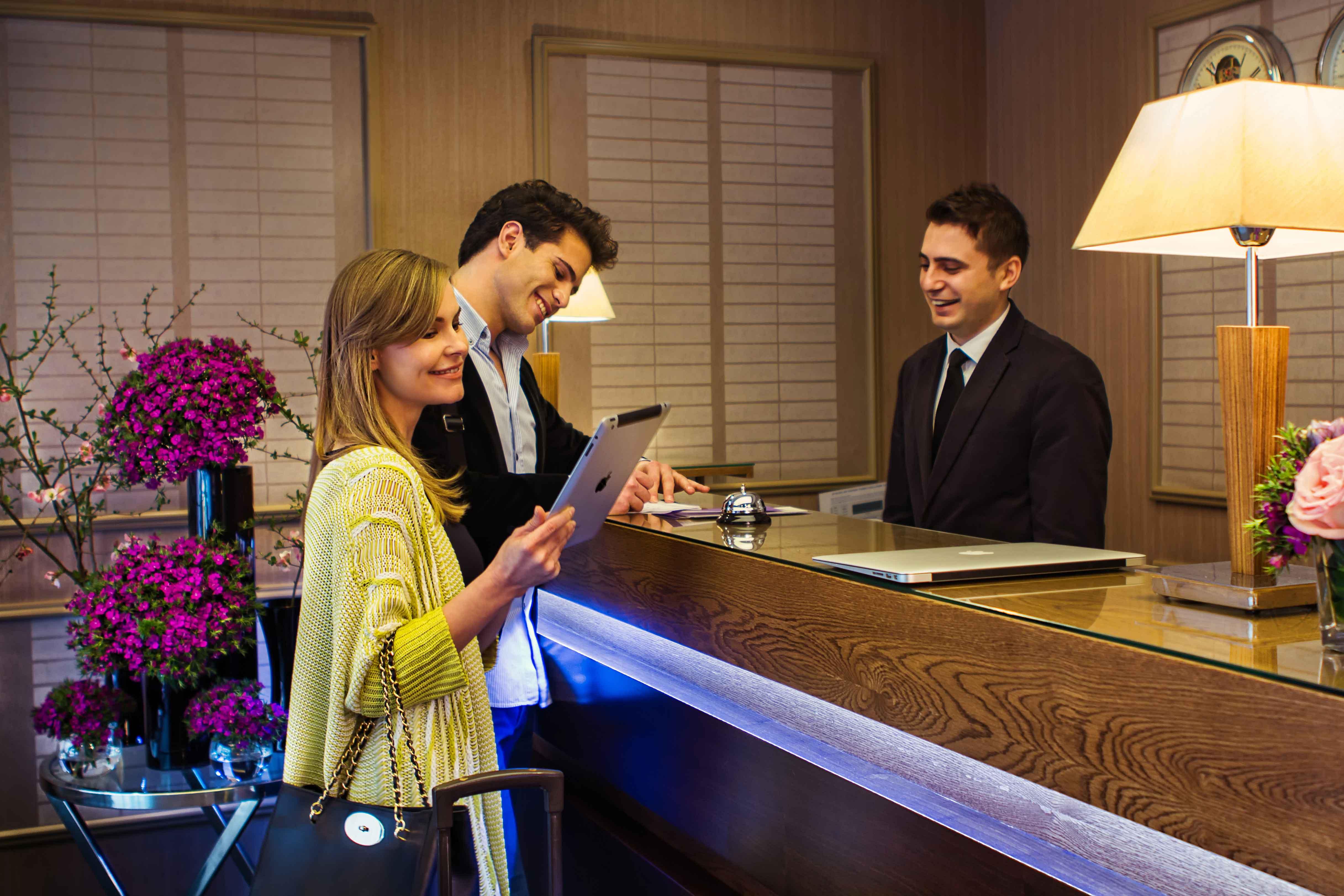 Право на частную жизнь: отелям не разрешили отказывать клиентам, которых заподозрили в аморальности
