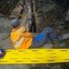 В Новокузнецке рабочего зажало бетонной плитой