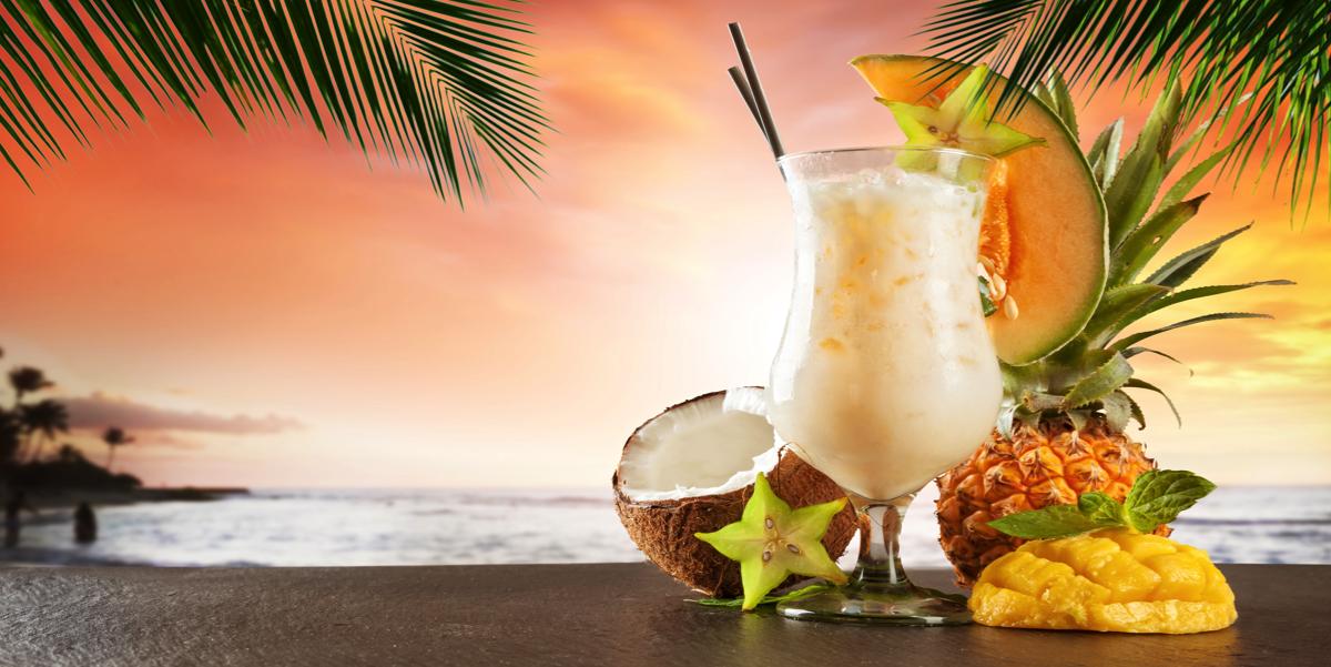 Фото Любите кокос и вкусные коктейли? Тогда этот коктейль для вас! Усаживайтесь поудобнее в кресле с красивым видом и думайте о приятном ツ