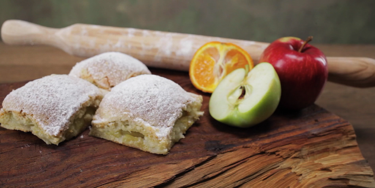 ВИДЕО-РЕЦЕПТ: пирог из творожного теста с яблоками и мандаринами