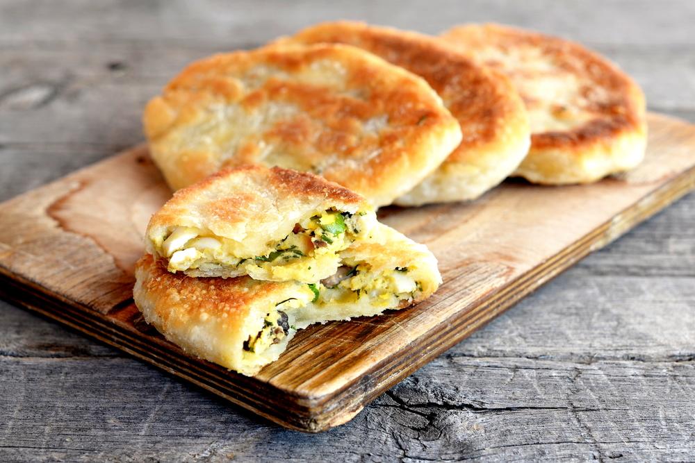Пирожки с яйцом и зеленым луком