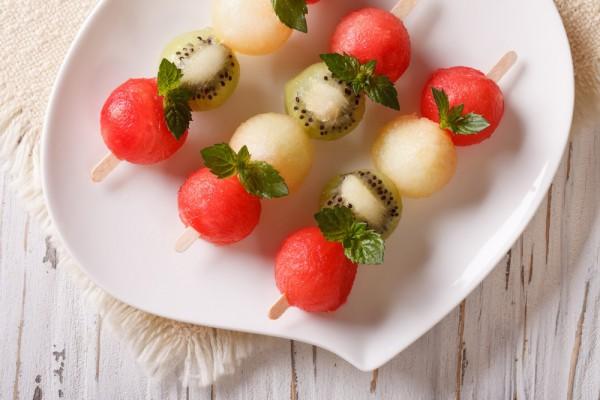 Десерт из дыни, арбуза и киви