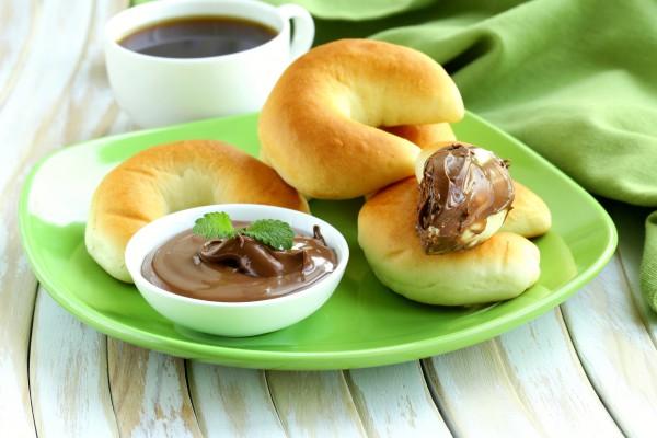 Фото Вкусная шоколадно-ореховая паста легко готовится в домашних условиях. Ее можно намазывать на хлеб или использовать как крем в тортах.
