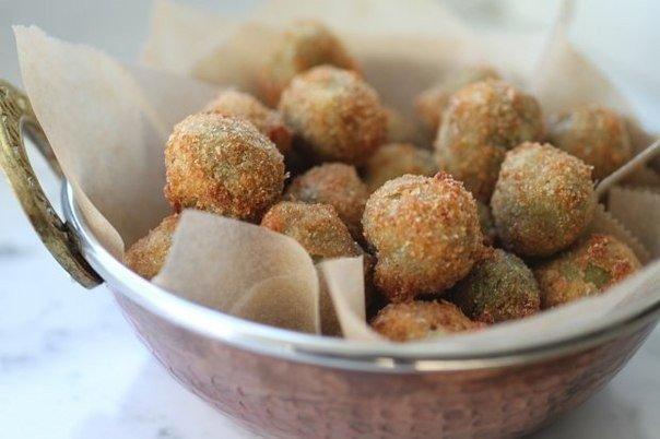 Фото Острые жареные оливки, фаршированные сыром