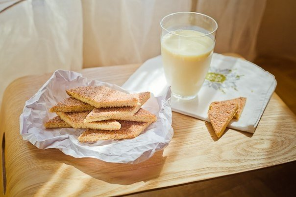 Фото Земелах — это традиционное и очень популярное еврейское печенье из простого песочного теста.
