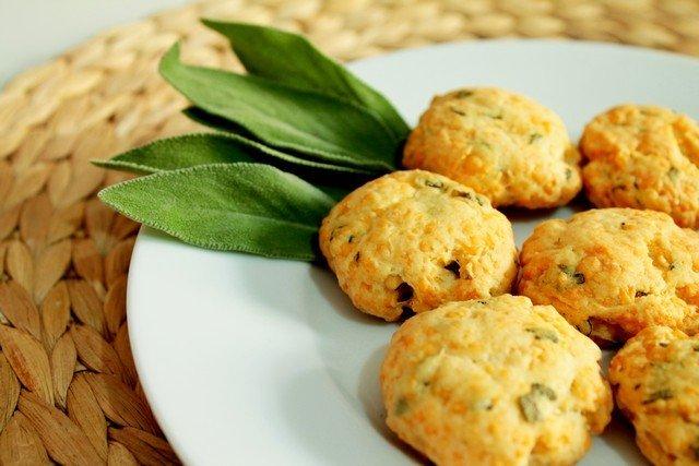 Фото Сырное печенье с шалфеем