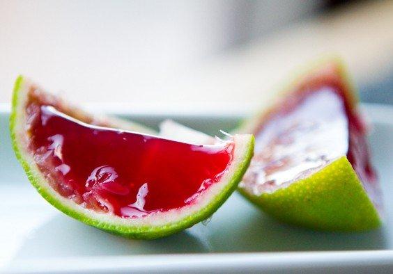 Фото Малиновое желе в цитрусовых корочках с агар-агаром