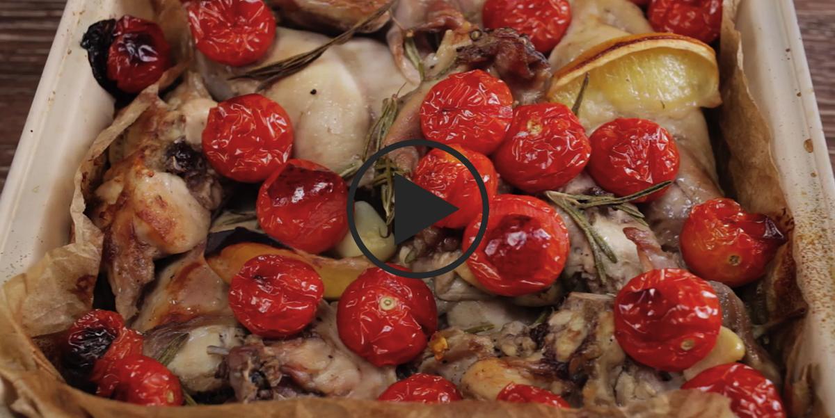 Кролик, запеченный с розмарином и помидорами черри: видео-рецепт