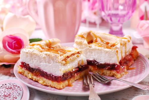 Фото Сливовый пирог с безе.