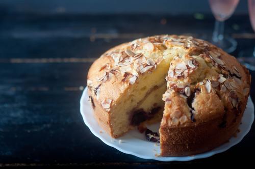 Фото Этим пирогом можно увлечься не на шутку. Нужно быть осторожным, так как это достаточно калорийная выпечка.