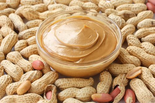 Фото Это домашний вариант арахисового масла, которое привозится к нам из США и стоит достаточно дорого. Конечно того самого вкуса и консистенции в домашних условиях не достичь, но получается вкусно. Пасту из арахиса можно есть просто так, и с хлебом, и в