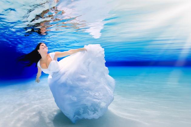 Photo of Essas fotos de casamento debaixo d'água vão acordar a sereia que existe em você