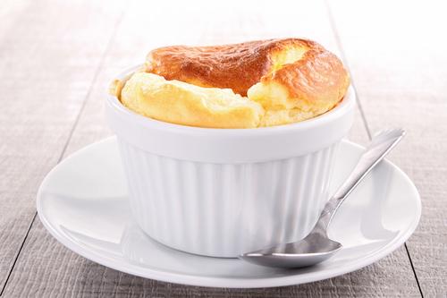 Фото Поднимаем настроение вечером простым и воздушным молочным суфле с чаем или теплым молоком.