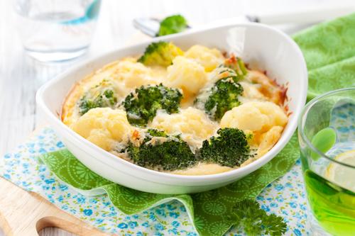 Брокколи с творожно-чесночным соусом