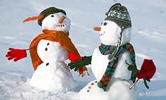 Красные щеки: 4 способа слепить с ребенком снежную бабу