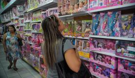 Mais da metade das pessoas vão usar 13º nas compras de Natal, segundo pesquisa
