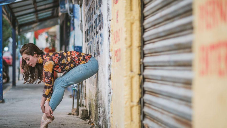 Фото Чувственные портреты танцоров на оживленных улицах старинного Мехико