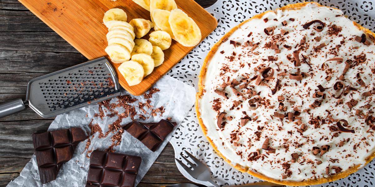 Фото Пирог с бананами в карамели и взбитыми сливками