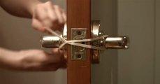 Лайфхак: Домашние фокусы: как открыть любую дверь без помощи рук