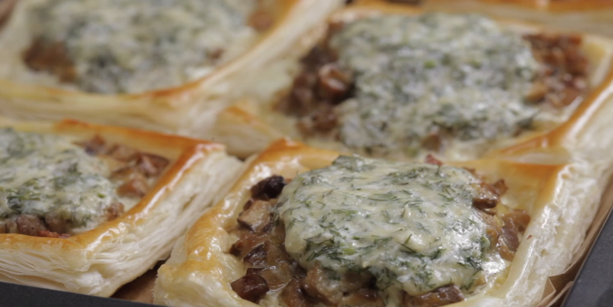 ВИДЕО-РЕЦЕПТ: Тарты с грибами под сметанно-сырным соусом