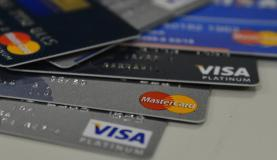 Máquinas de pagamento deverão aceitar cartões de todas as bandeiras em 2017