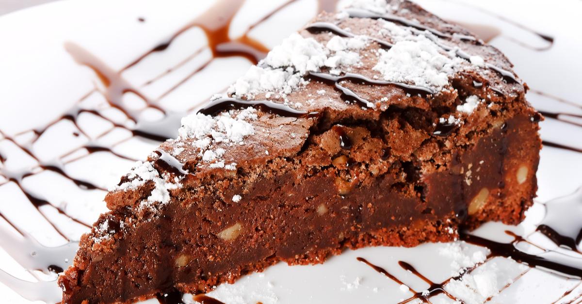 Фото Этот безумно нежный, влажный тающий во рту торт точно вам понравится! Он очень прост в исполнении, но способен подарить вам и вашей семье море удовольствия. Обязательно не забудьте украсить веточкой мяты или посыпать сахарной пудрой.