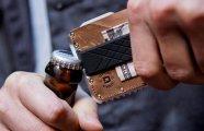 Гаджеты: Новый «тактический» мультитул-рамка, который сделает бумажник еще полезнее