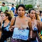Аргентинки устроили демонстрацию в защиту права обнажать грудь