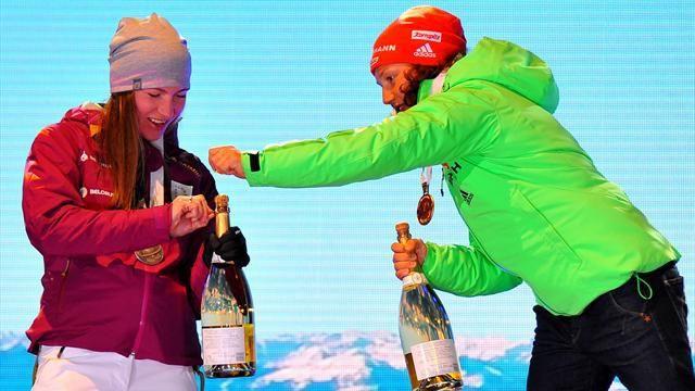 Фото Домрачева и Коукалова открыли шампанское на церемонии лишь с помощью Дальмайер