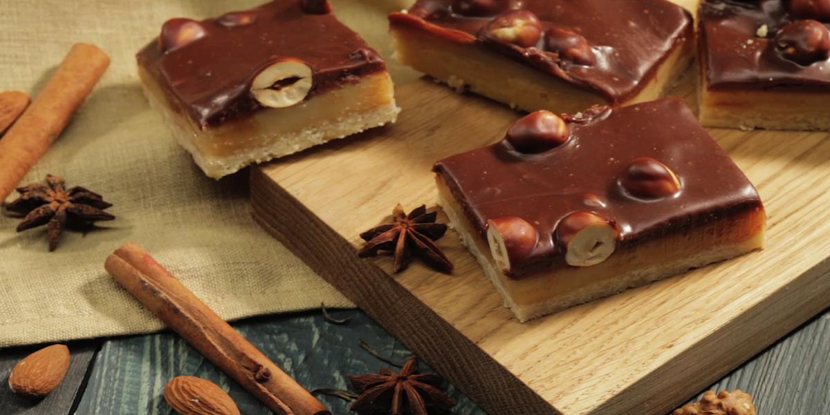 Фото Видео-рецепт: печенье с нугой, шоколадом и орешками