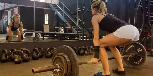 Фото 6 мифов о женских силовых тренировках, которые мешают вам стать красивее