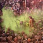 Индуисты празднуют фестиваль красок Холи