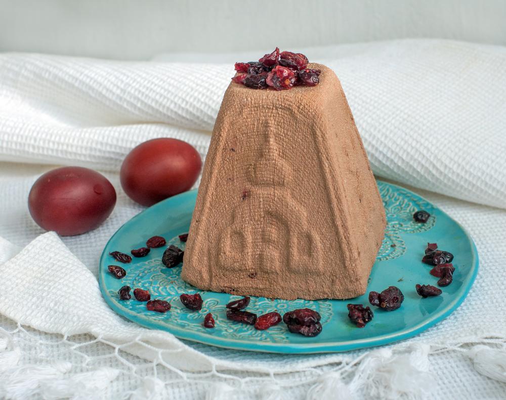 Творожная пасха с шоколадом и черносливом