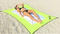 Промышленный дизайн: Планируем отпуск: как выглядит самое удобное пляжное покрывало, которое ещё и от воров защитит