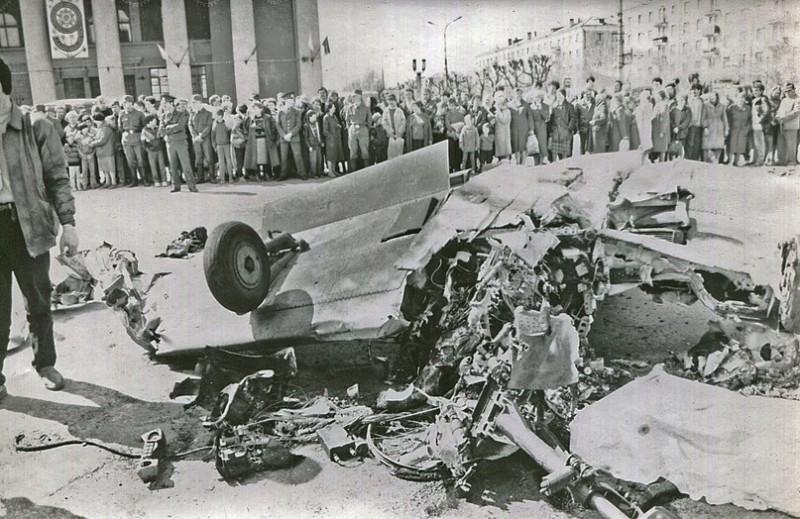 """Фото """"Кровавое воскресенье"""" Нижнего Тагила: как самолет врезался в толпу 9 мая 1993 года"""
