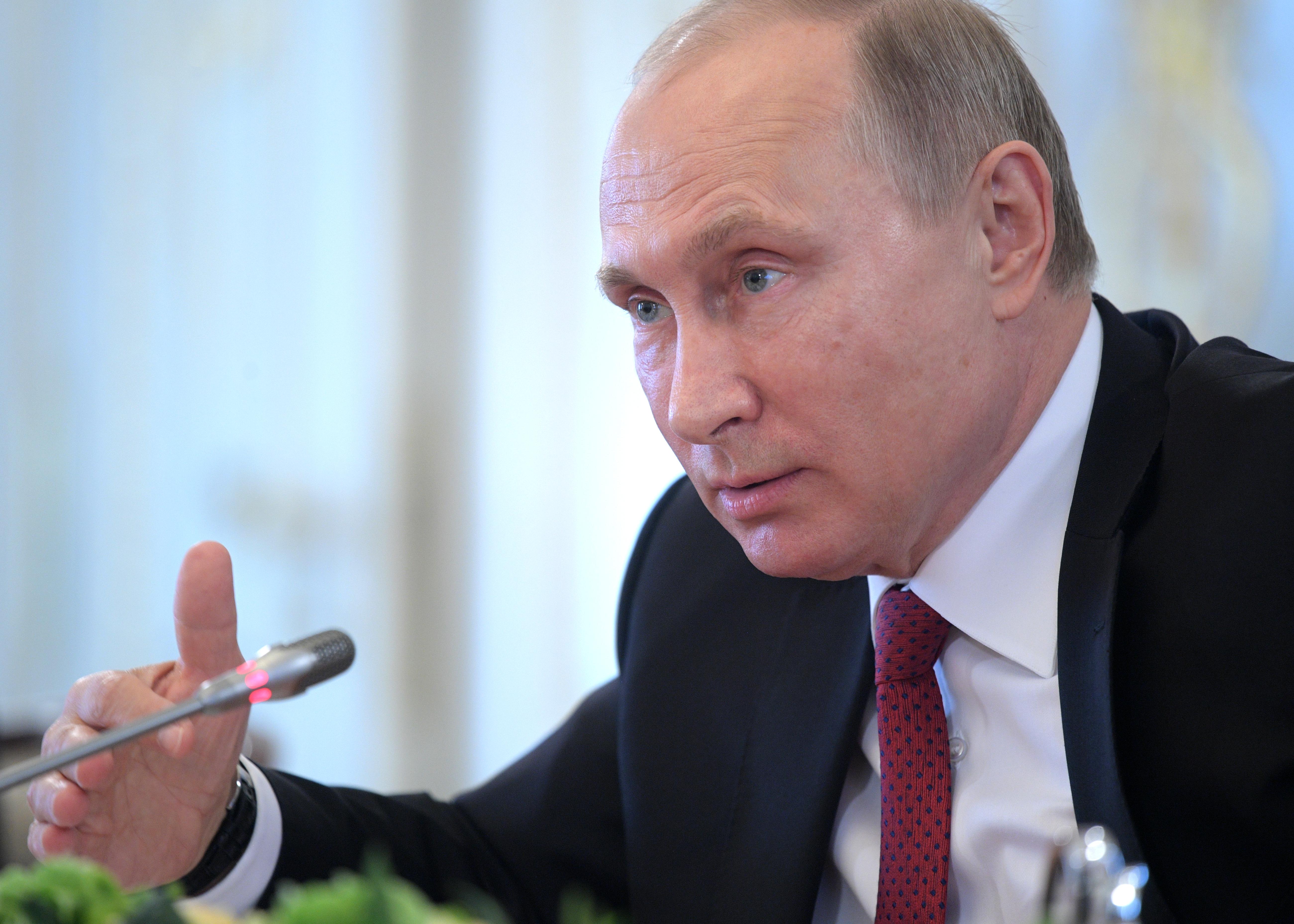 Русофобия и санкции. Первые заявления Путина на Петербургском форуме