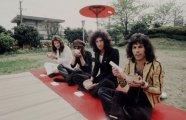 Фотография: Рок-идолы: «Led Zeppelin», «Queen», Дэвид Боуи и другие рок-звёзды 60-х - 80-х годов XX века