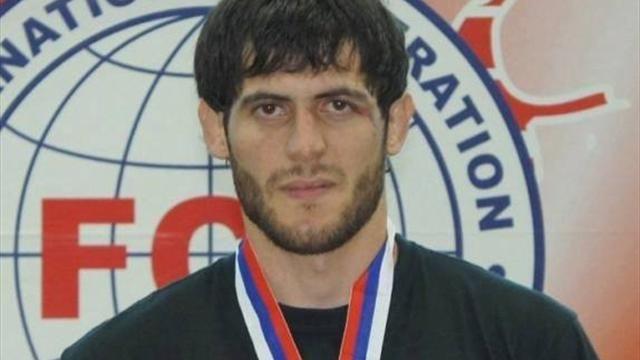 Фото Боец ММА сбежал из прокуратуры Брянска, где его заблокировал чеченский спецназ
