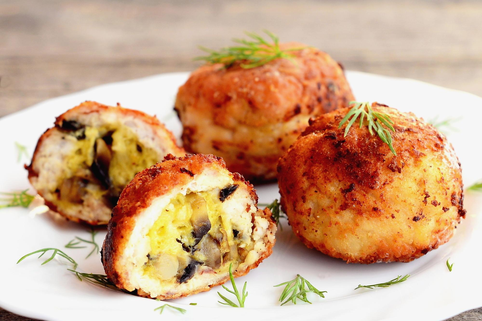 Куриные котлеты с грибами и сыром