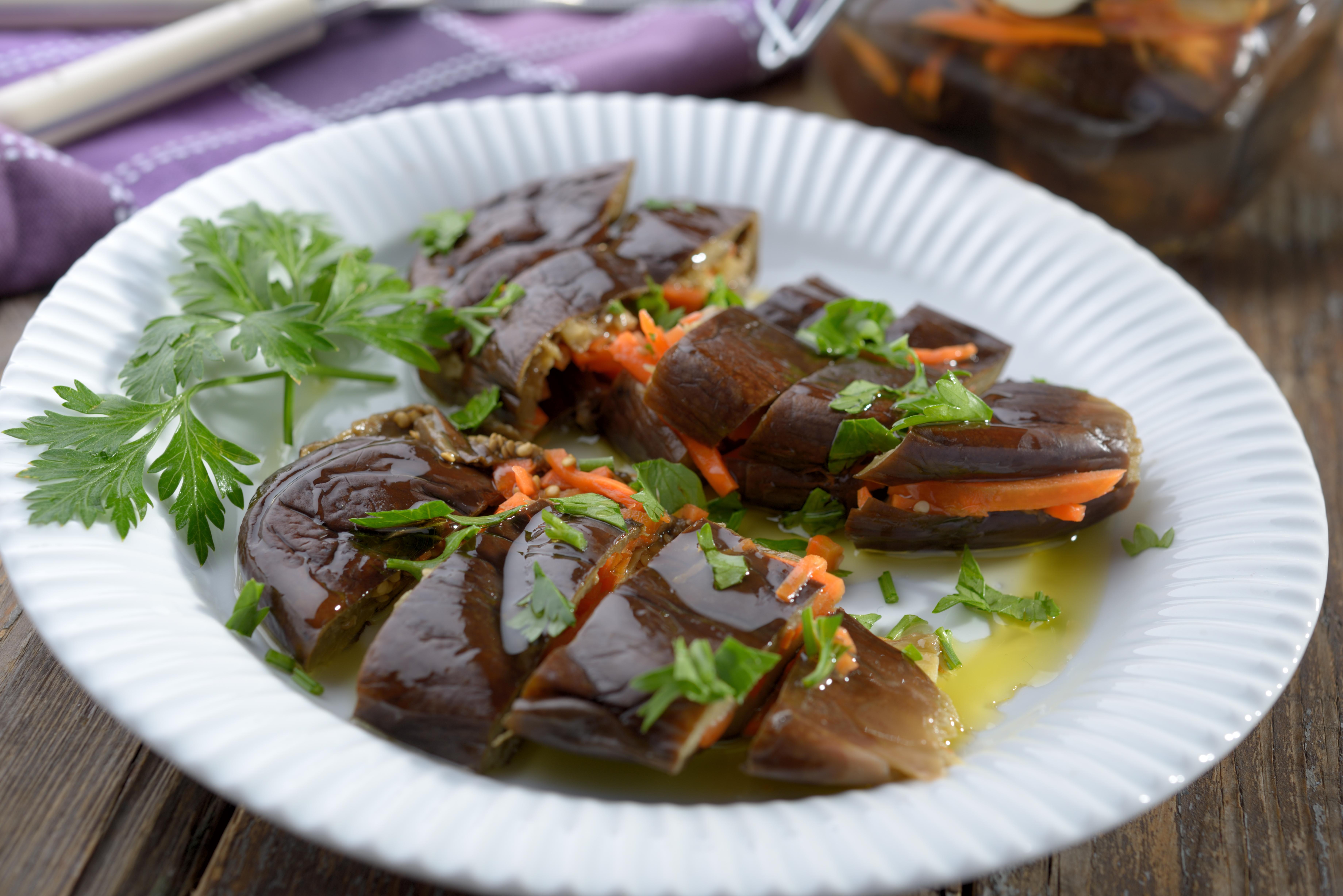 Квашенные баклажаны с морковью