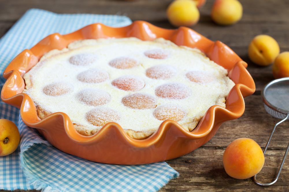 Песочный пирог с творогом и абрикосами