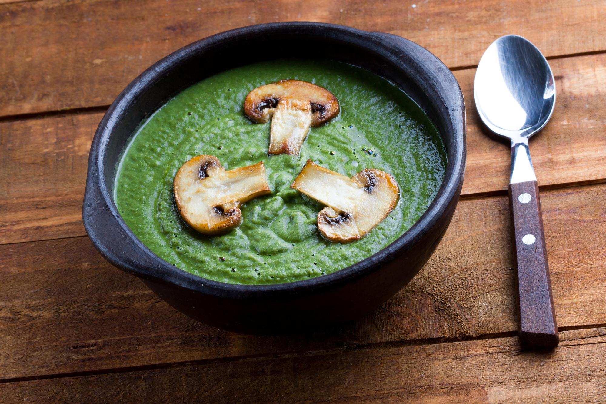 Суп-пюре из шпината и шампиньонами