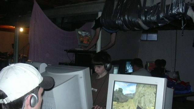 Photo of 15 Years Later, Here's Why A Gamer Was Duct-Taped To A Ceiling
