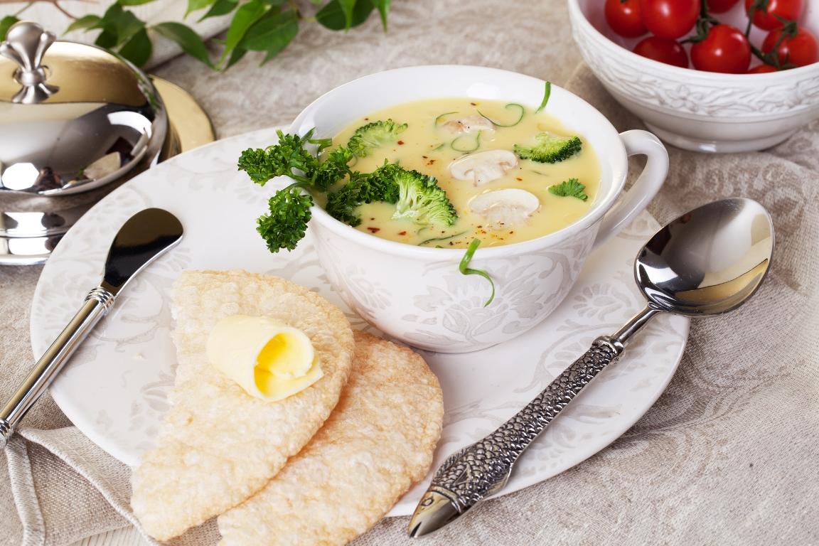Сырный суп с брокколи и шампиньонами