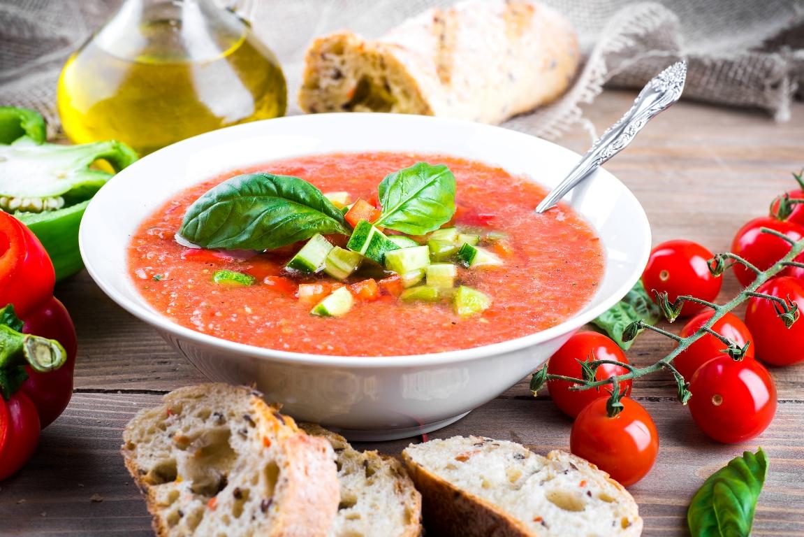 Освежающий суп гаспачо по-домашнему